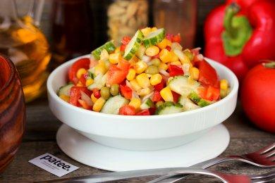 Рецепт Овощной салат с кукурузой и горошком
