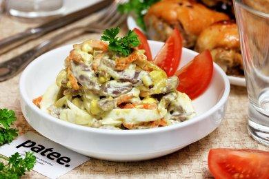 Рецепт Салат из куриных желудков с яйцами и овощами