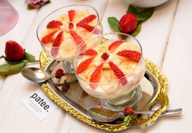 Рецепт Десерт творожный с бананами и клубникой