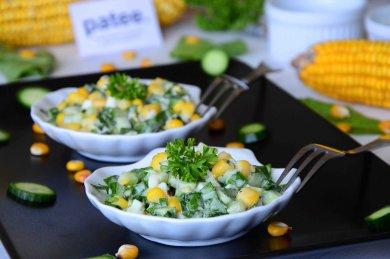 Рецепт Салат с щавелем кукурузой и огурцами
