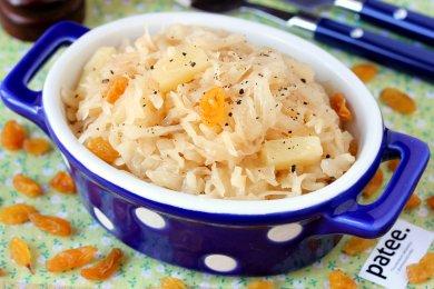 Рецепт Капуста, тушеная с ананасами и изюмом