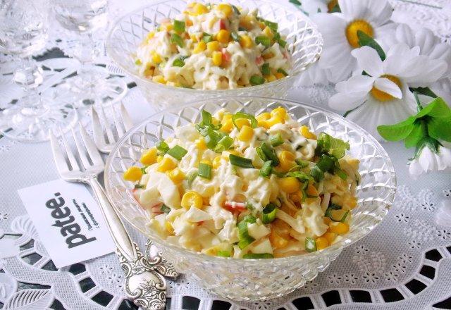 Салат ананас крабовое мясо кукуруза