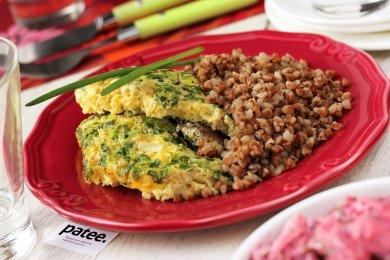 Рецепт Омлет с куриной печенью и зелёным луком в мультиварке — рецепт для мультиварки