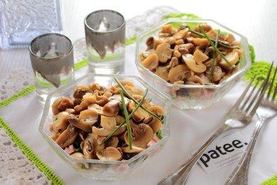 Рецепт Салат с маринованными грибами
