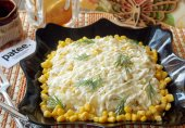 Салат с куриной грудкой, ананасом и рисом