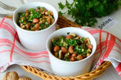 Рецепт Салат из фасоли с орехами и кинзой