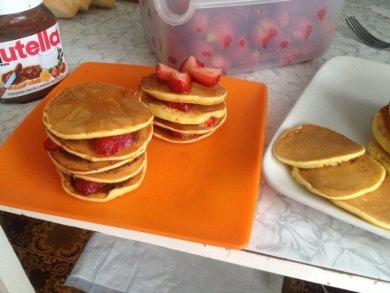 Рецепт Американские панкейки с клубникой и вареньем с шишок