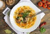 Рисовый суп с рыбной консервой