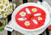 Клубничный суп с творожными клецками