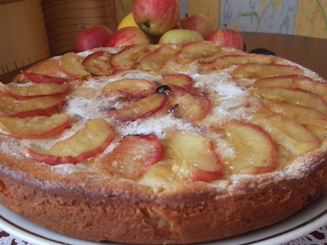 С фото шарлотки с яблоками простой