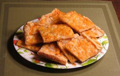 Рецепт Пирог из слоеного теста. Начинка из груши и сыра.