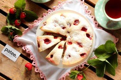 Рецепт Пирог с клубникой в мультиварке — рецепт для мультиварки