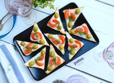 Рецепт Тосты с креветками и помидорами черри