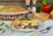 Запеканка с курицей и грибами под сырной корочкой