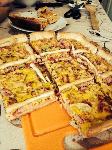 Рецепт Слоеный пирог с сыром и вареной колбасой