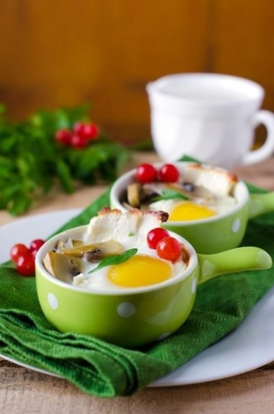 Рецепт Яйца запеченные с грибами и сыром.
