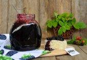 Жареное варенье из черной малины