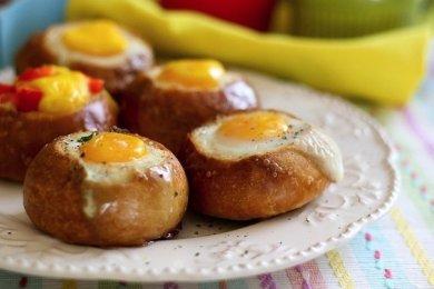 Рецепт Запеченные булочки с яйцом