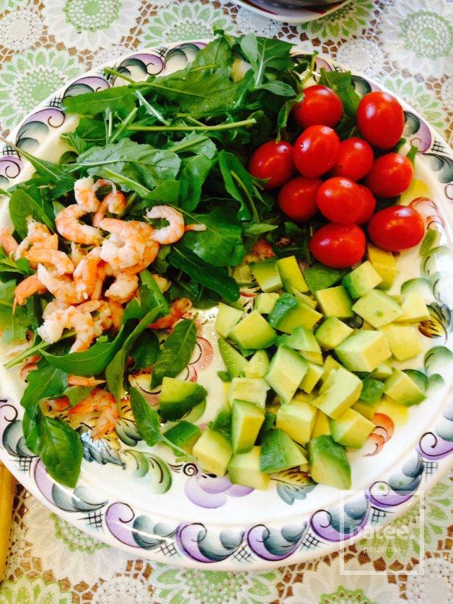 Салат авокадо с креветками калорийность