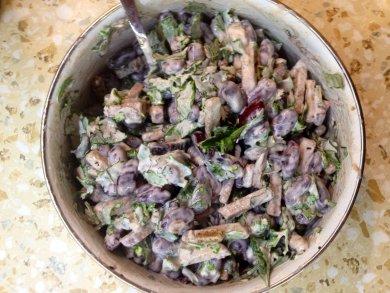 Рецепт Салат с фасолью и сухарями