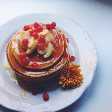 Рецепт Панкейки с карамелизированными яблоками