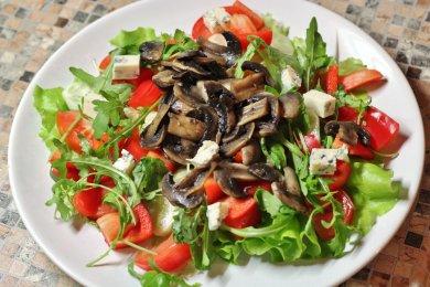 Рецепт Овощной салат с жареными грибами