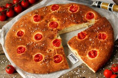 Рецепт Фокачча с пармезаном и помидорами черри