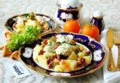 Куриные тефтели с лисичками и картофелем