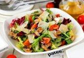 Микс-салат с помидорами черри и шампиньонами