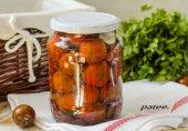Маринованные помидоры с базиликом и чесноком