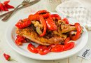 Курица запеченная с паприкой и овощами