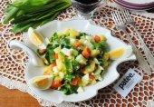 Салат из черемши с огурцами и яйцом