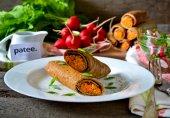 Печеночные блинчики с начинкой из моркови