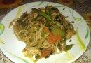 Спагетти с овощами и мясом