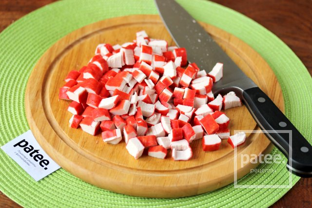 Салат крабовый с сухариками фото