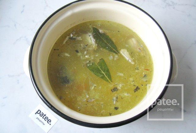 Рецепт ухи из консервированной сайры с рисом с фото