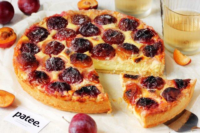 Рецепт пирога со сливами и творогом