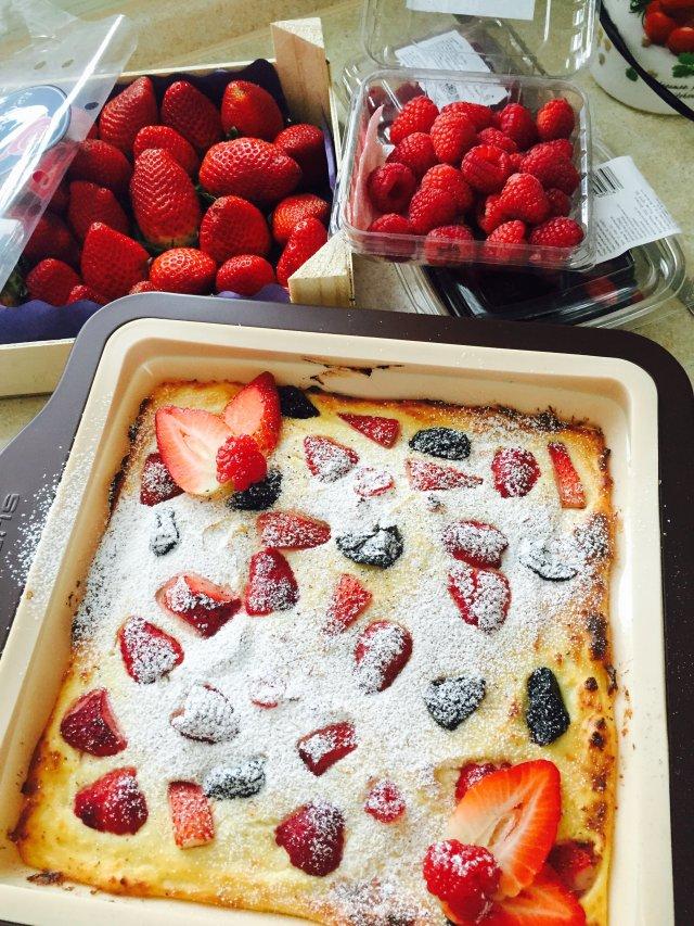 Вкусная творожная запеканка с ягодами рецепт
