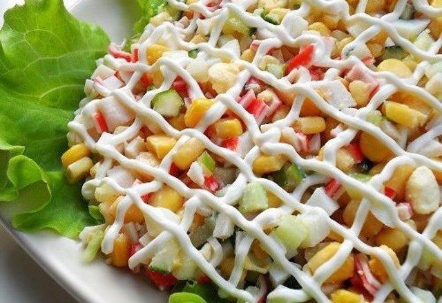 Салат из крабов палочек и кукурузы рецепт очень вкусный