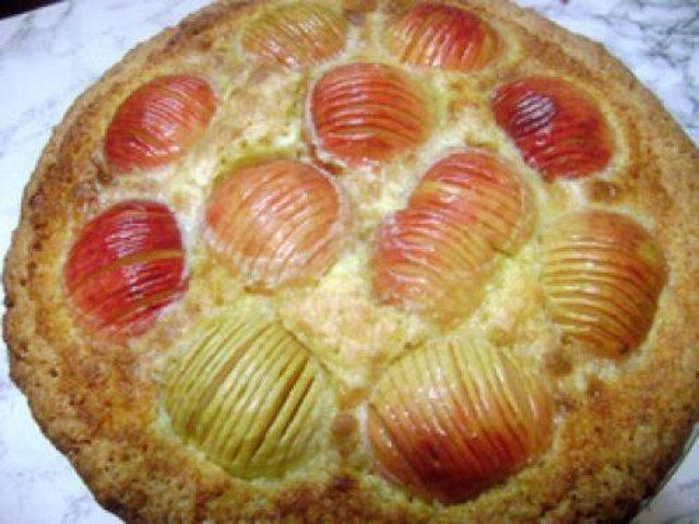 Заливной пирог сладкий на кефире рецепт с фото