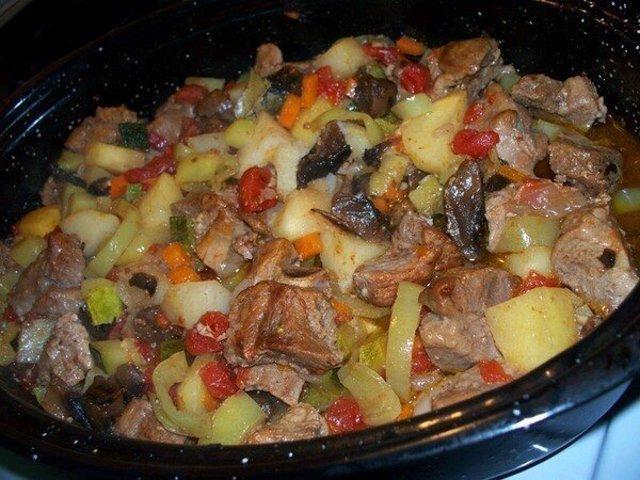 Жаркое в мультиварке с мясом и картошкой в рецепт с фото