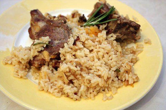 Бараньи ребрышки с рисом