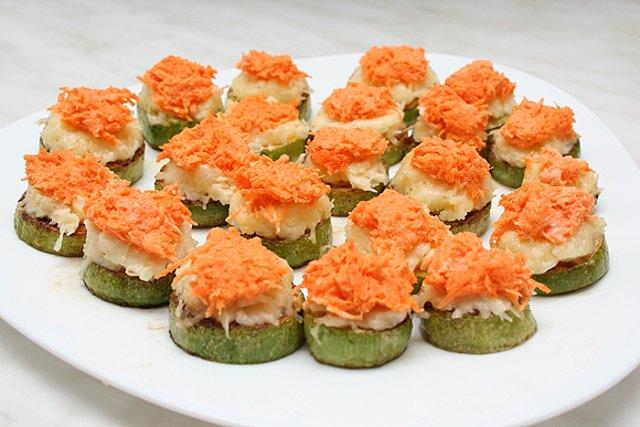 Кабачки с сыром и морковью