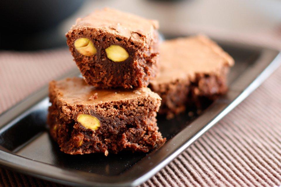 Шоколадные пирожные с фисташками