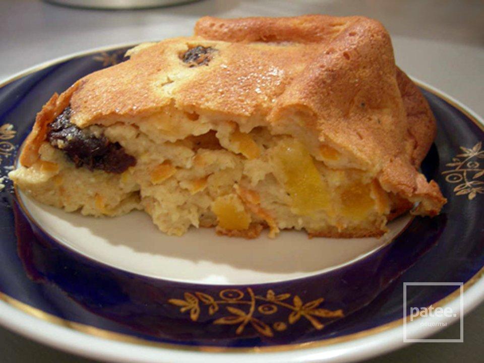 Творожный пирог с черносливом и морковью