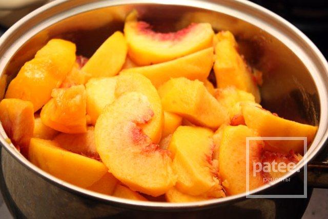 Ароматное желе из персиков