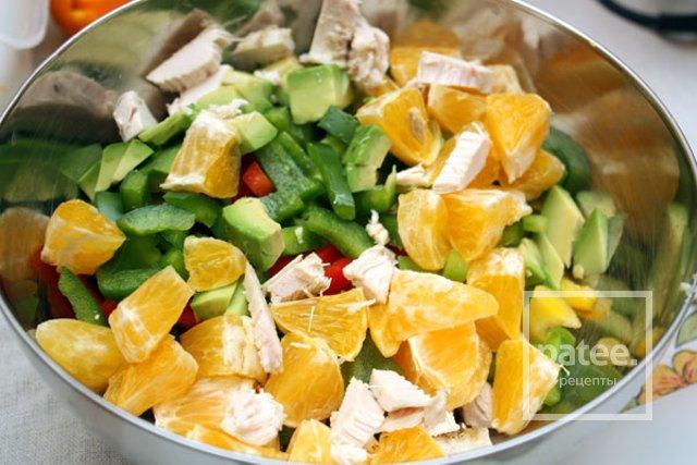Куриный салат с авокадо и сладким перцем