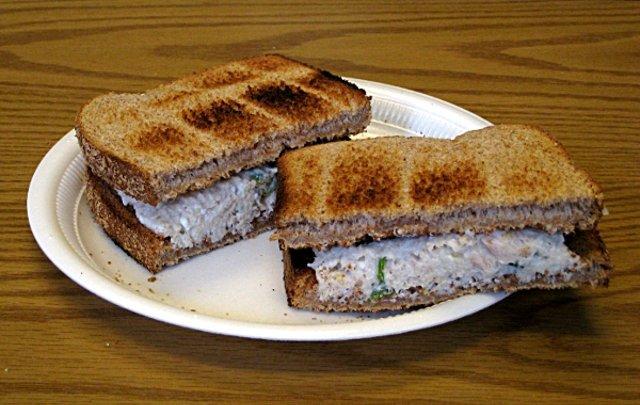 Бутерброды с тунцом и сыром