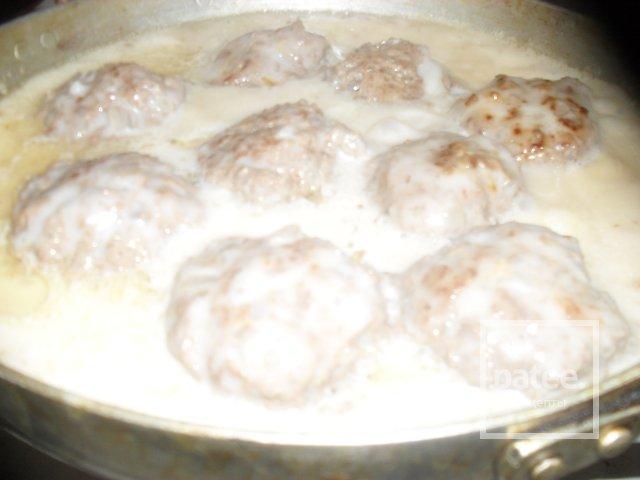 тефтели в сливочном соусе в сковороде рецепт с фото