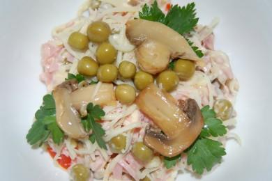Рецепт Салат с ветчиной, сыром и грибами